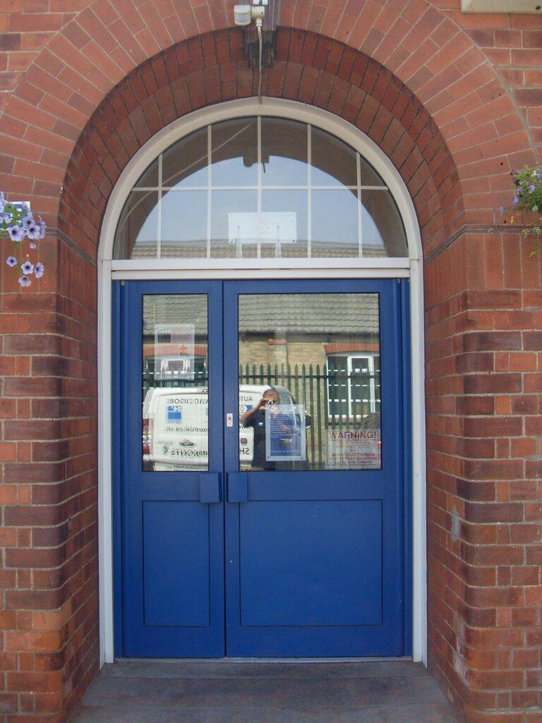 Case studies aluminium manual swing door