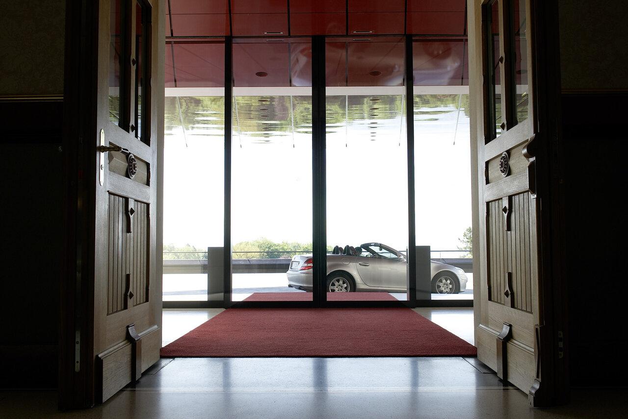 Robust automatic door with heavier door leaves - Tips keeping sliding doors reliable functional ...